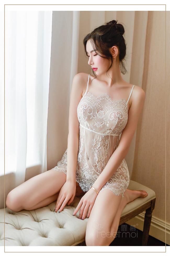 《FEE ET MOI》情趣睡衣!吊帶輕柔蕾絲波浪裙襬後開襟綁帶兩件組﹝白﹞